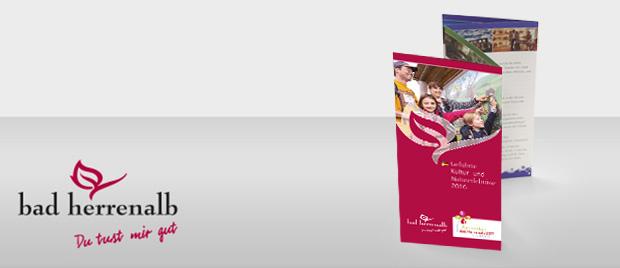 Die Werbeagentur Karlsruhe gestaltet einen Flyer mit Zick-Zack-Falz.